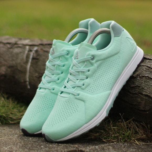 e798300e3ae Reebok Women s Size 9 Eve TR Cross Trainer Shoe